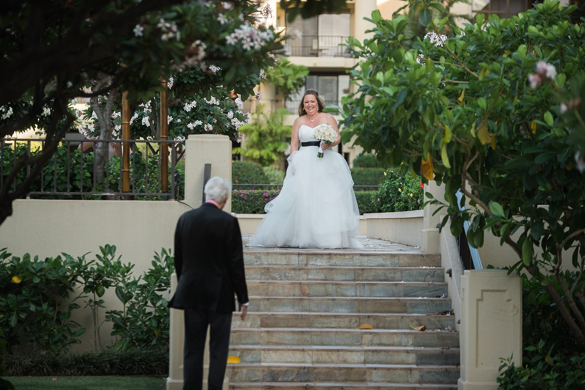 Maui Wedding Bride walks down aisle
